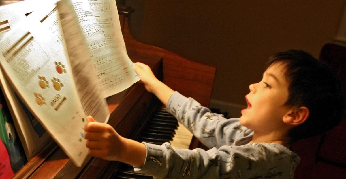 Piano-77d3c3870112ee519b874806790c2a79[1]